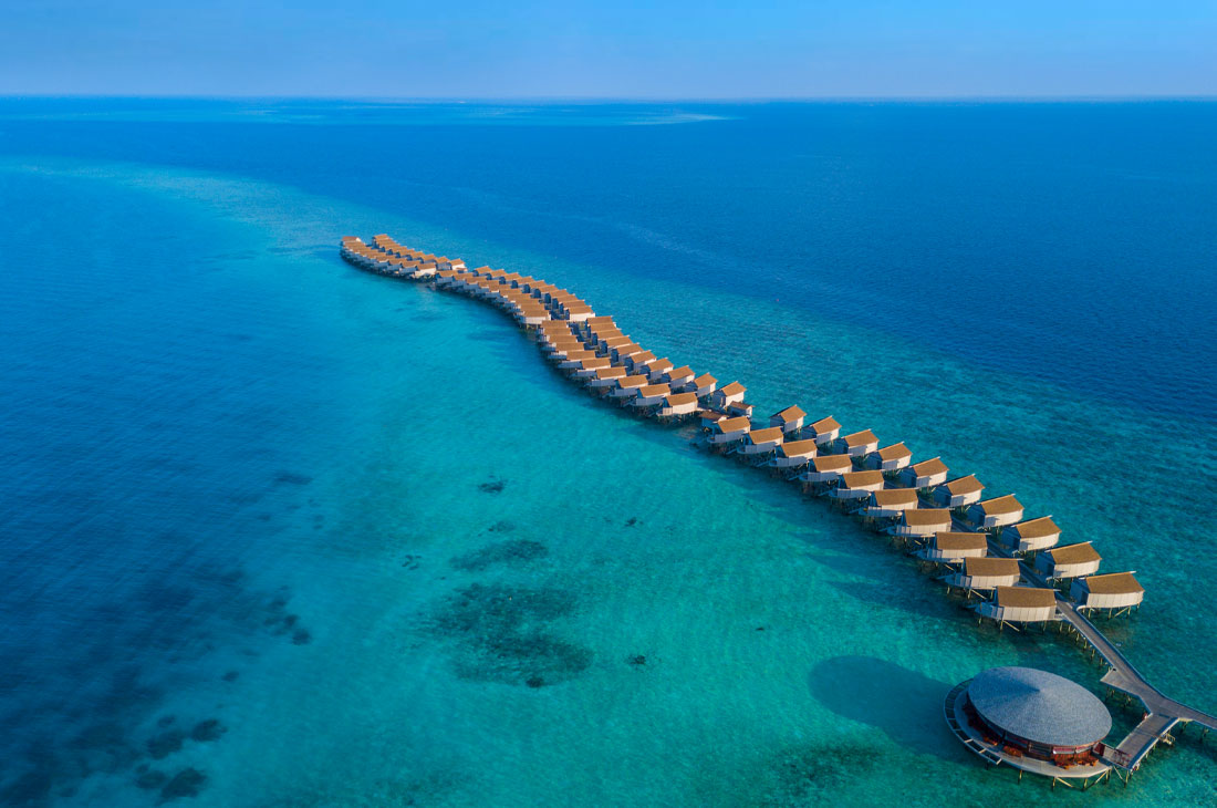長い桟橋が印象的なCentara Ras Fushi Resort & Spa Maldives