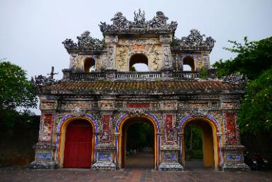 世界遺産フエ観光 2つの帝廟を巡る