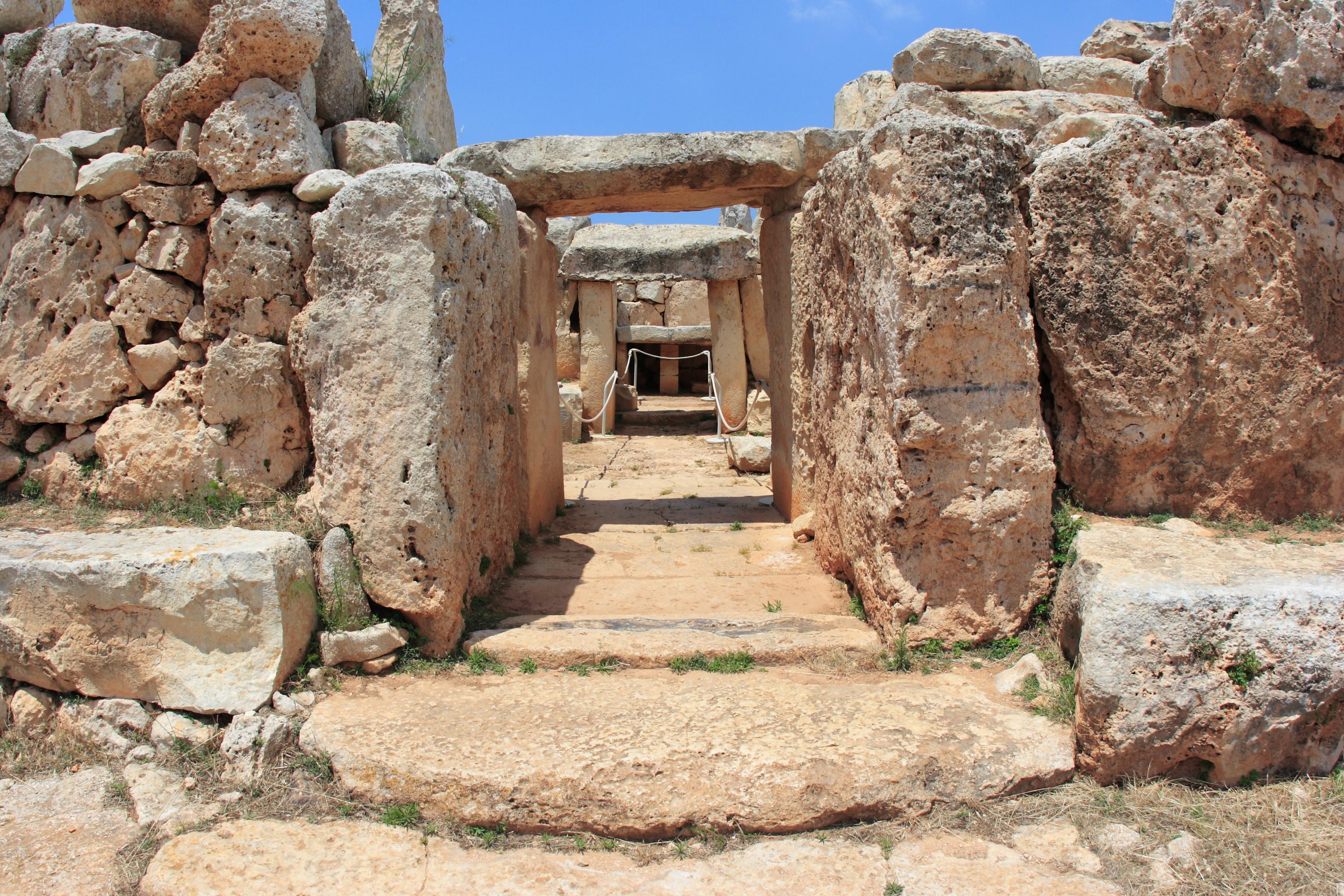 世界遺産の巨石神殿と神秘的にきらめく青の洞門を訪れる南マルタ半日ツアー